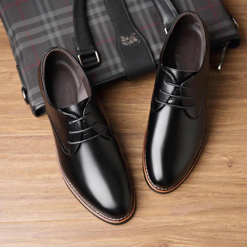 新しい黒茶色のファッションカジュアル指摘トップ正式なビジネスの男性のウェディングドレスフラットオックスフォード男性の革靴 559
