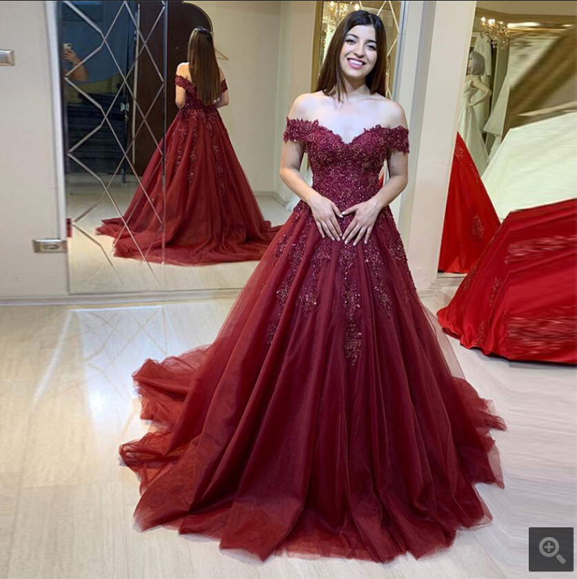 2019 Vestido De Festa Burgundy Tulle Ball Gown Lace Appliques Prom Dresses Off The Shoulder V Neck Beaded Stylish Prom Gowns