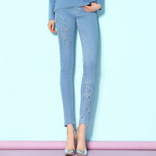 Осенне зимние модные Универсальные джинсы с вышивкой и вырезами