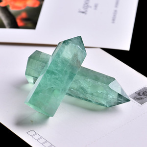 1PC Natural Green Fluorite Crystal Point Hexagonal Column Mineral Ornament Magic Repair Healing Wand Home Decoration Decoration
