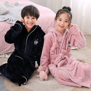 Image 3 - Новое поступление, зимний банный халат для детей, фланелевый Теплый удлиненный халат, утепленный Халат с капюшоном для девочек и мальчиков, бархатные пижамы кораллового цвета