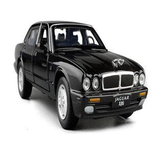 Image 1 - 1:32 maßstab Klassische Legierung Spielzeug Auto Metall Diecast Modell Sound Und Licht Pull Back Spielzeug Für Jungen Geburtstag Geschenke Jaguar XJ6 Kinder Spielzeug