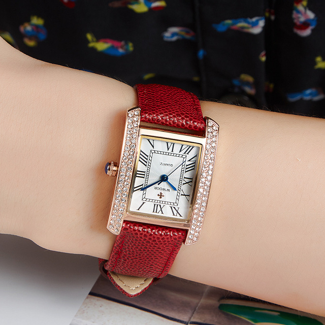 WWOOR ساعة نسائية أنيقة للنساء ساعة مربعة فاخرة سوار مرصع بالألماس السيدات الأحمر جلد طبيعي حزام ساعات المعصم Reloj Mujer