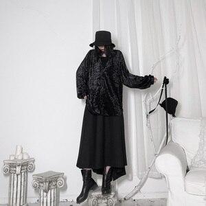 Image 4 - [EAM] 여성 블랙 벨벳 빅 사이즈 백 롱 블라우스 새로운 V 칼라 긴 소매 느슨한 맞춤 셔츠 패션 봄 가을 2020 19A a653