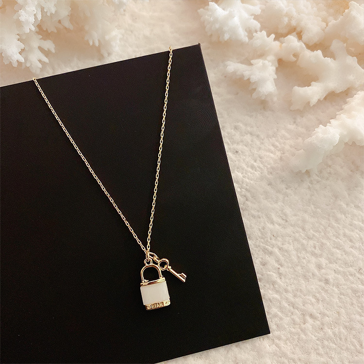 2020 Korean new design fashion jewelry simple lock key shell necklace elegant female clavicle necklace