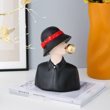 Moden Girl Blowing Bubble Resin Art Statue Tabletop Figurines Gift Fashion Sculpture Ornaments Home Desk Coffee Shop Decoration