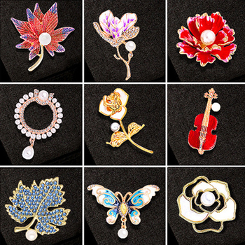 30 Style Retro Crystal Brooches Clothing Accessories Pearls Flower Animal Women Pins Drip Oil Rhinestone Corsage Fashion Jewelry image