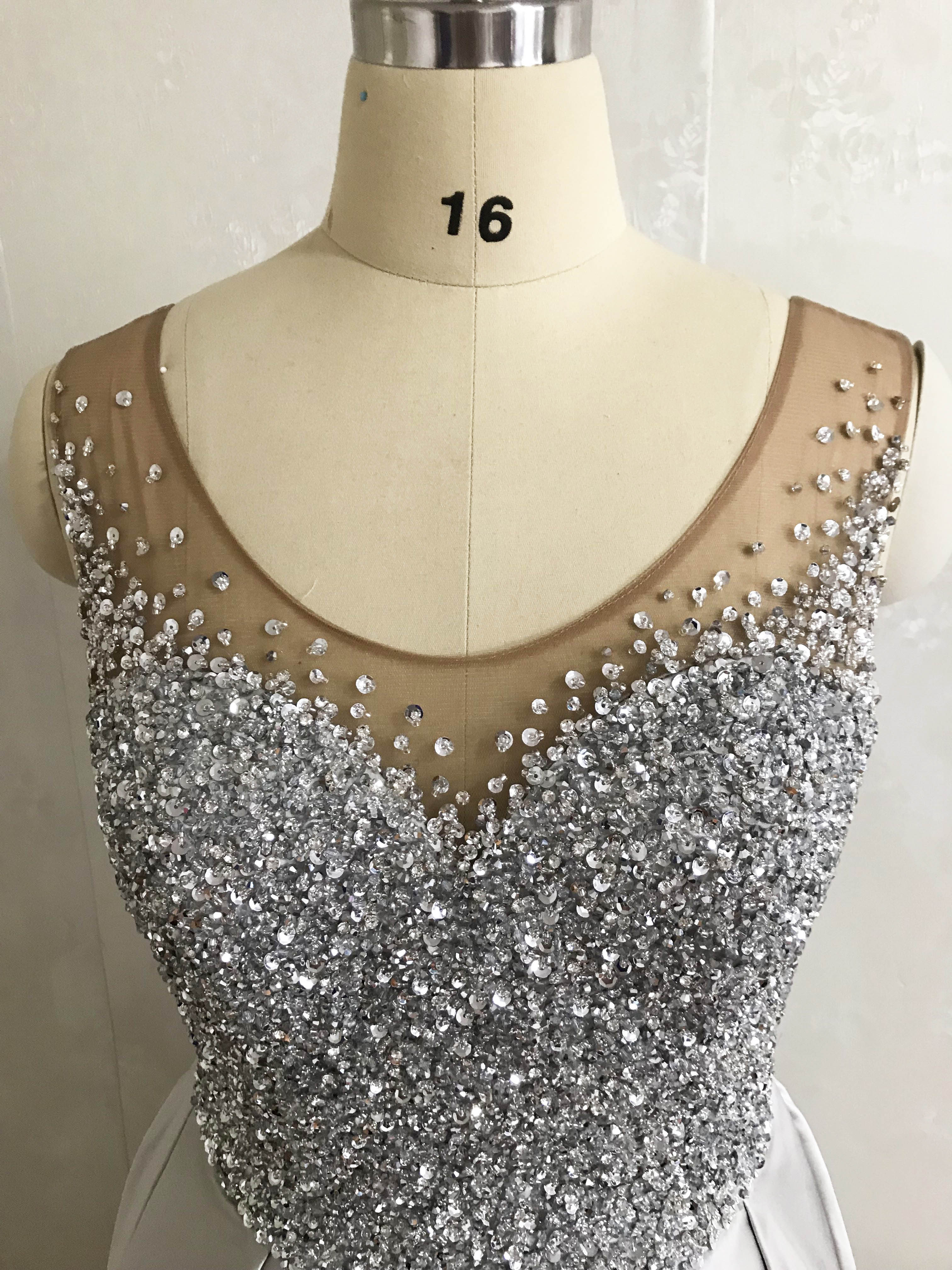 Best Selling V Neck Beaded Heavily Sleeveless Bling Bling Satin Floor Length Prom Dresses 2020