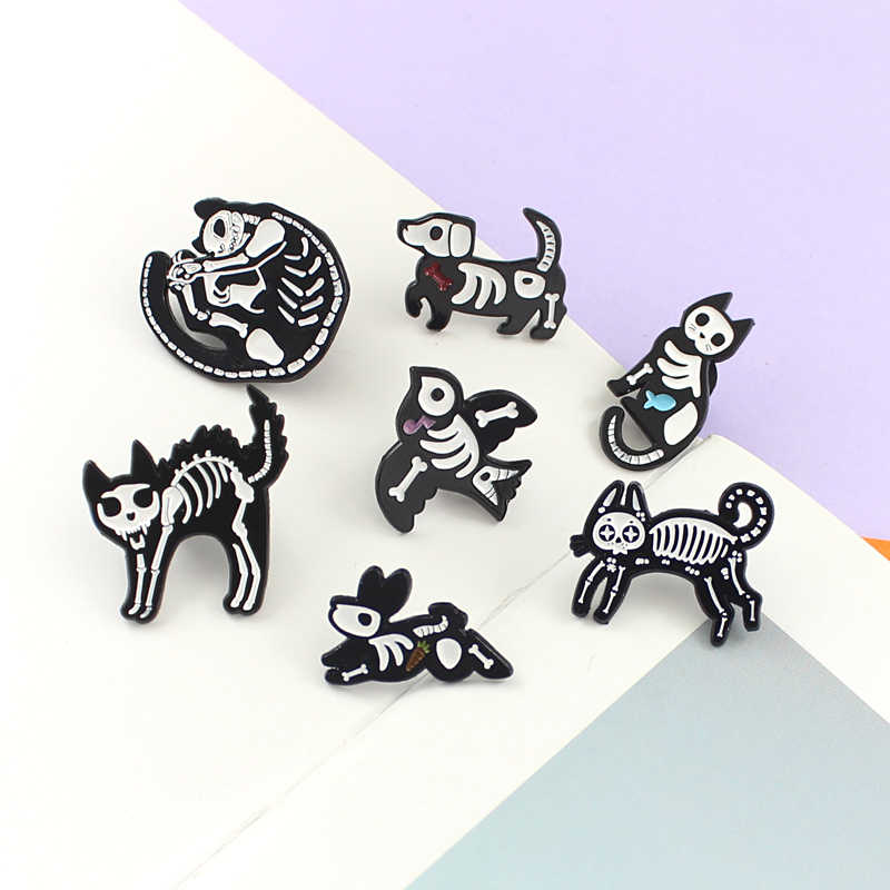 Hewan Kerangka Pin Bros Kucing Kelinci Burung Hitam Putih Skeleton Tengkorak Enamel Pin Lencana Hewan Bros untuk Wanita Perhiasan Hadiah