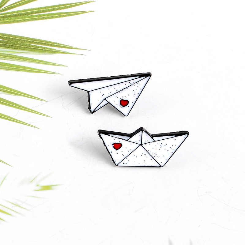 Kartun Lencana Hati Yang Lucu Pesawat Kertas Perahu Bros untuk Wanita Kreatif Enamel Pin Perhiasan Kerah Pin Ransel Tas Aksesoris