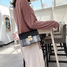 купить Luxury Serpentine Leather Small Flap Bags Women Chain Shoulder Crossbody Bag Lock Hasp Women Totes Messenger Bags Pu Bag Purses дешево