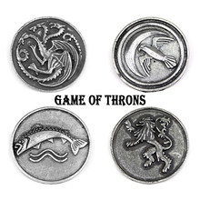 Movie Game Of Thrones Spille Casa Stark Targaryen Famiglia Drago Distintivo Risvolto Spilli Spilla In Metallo Panno Zaino Spille Regalo Dei Monili(China)