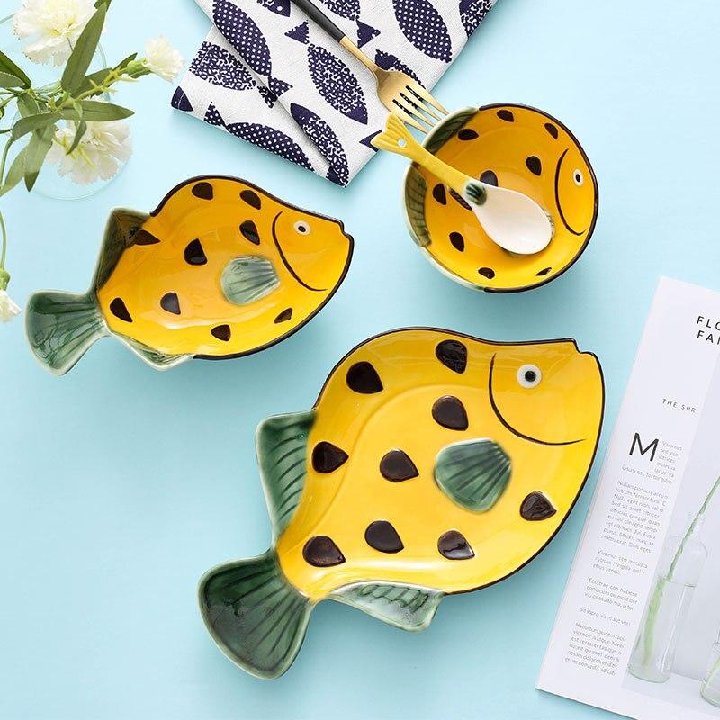 Ensemble de vaisselle en céramique japonaise sous-glaçure couleur peint à la main créatif assiette de poisson plat domestique dessin animé en forme de travail disque cuillère