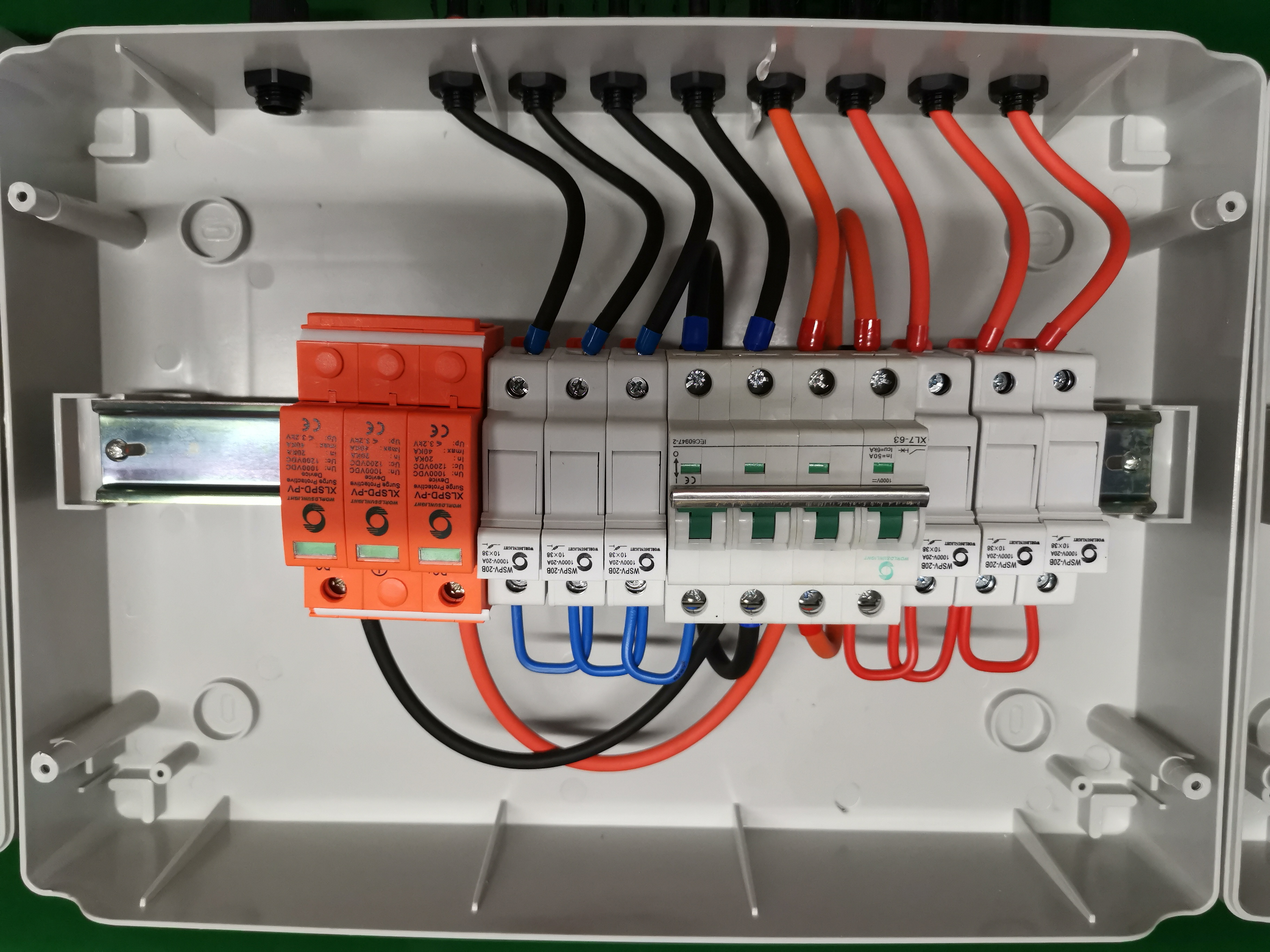 Solar Combiner Box with Circuit Breakers 20A Breakers 2-String PV Combiner