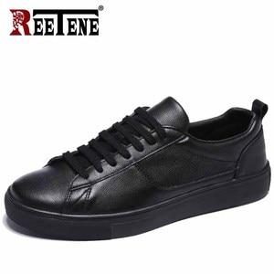 Image 1 - Мужские кожаные кроссовки REETENE, черные однотонные повседневные кроссовки на шнуровке, удобная мягкая обувь белого цвета, 2019