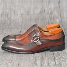 Мужские туфли-оксфорды коричневого цвета в британском стиле разрисованной вручную коричневой расцветке; офисная обувь с острым носком на ремешке с пряжкой; Мужские модельные свадебные туфли из коровьей кожи