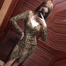 Китайское платье, женское вечернее платье, одежда для ночного клуба, женское платье Чонсам с леопардовым принтом, низкий воротник, v-образный вырез, элегантное короткое платье Ципао с разрезом