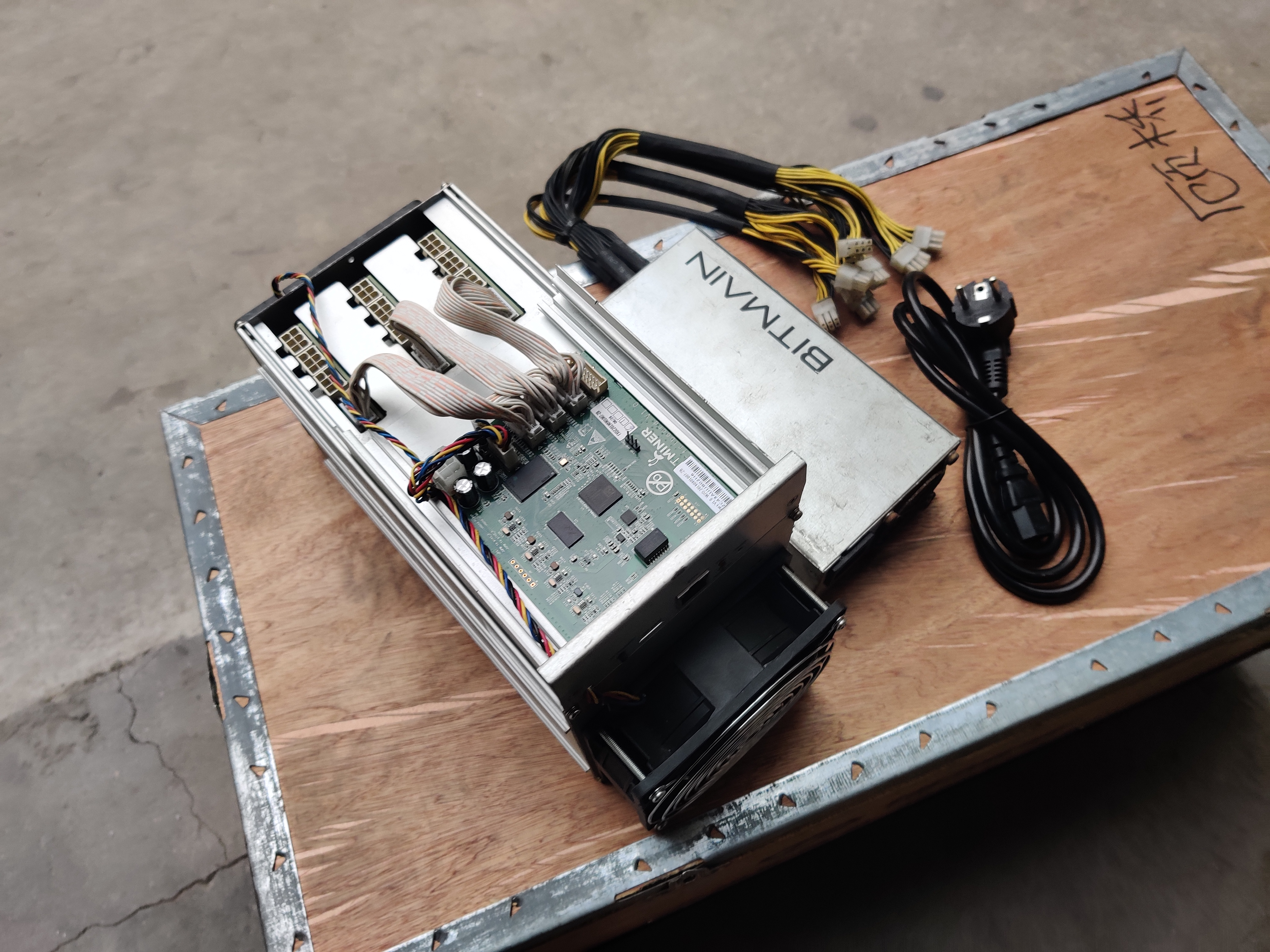Used AntMiner S9k13.5TH/S WITH PSU Bitcoin BCH BTC Miner Better Than S9 13.5T 14T S9j 14.5T S9 SE S11 S15 S17 T9+ WhatsMiner M3 1