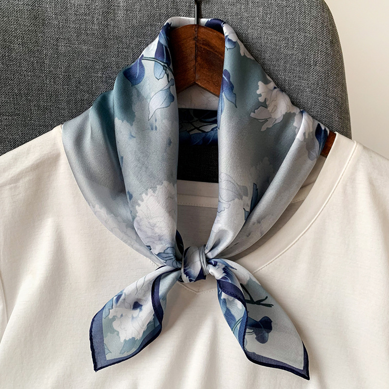 New Style 2020 Fashion Spring And Summer Lady Sunscreen Square Silk Shawl Women's Quality Printing Silk Scarves Beach Headscarf
