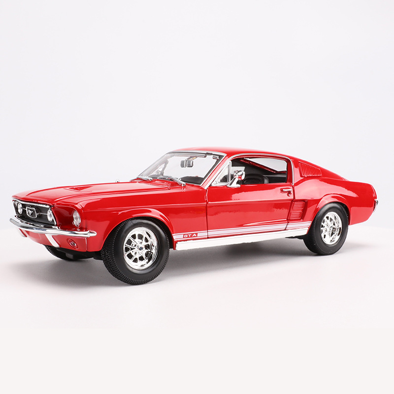 Maisto 1: 18 Alloy Model Car Toy 1967 Ford Mustang GT Muscle Car Model Ornaments Gift