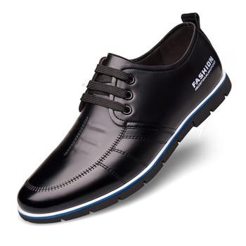 Zapatos de hombre básicos informales de moda de conducción británica de microfibra de cuero suave cómodo primavera otoño transpirable de negocios de encaje