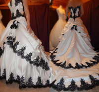 Black and White Wedding Dresses 2020 Gothic Lace Applique Tiered Bridal Dress Long Train Lace Up Satin Halloween Bridal 1920's