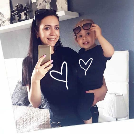 1Pcs MommyและMeหัวใจพิมพ์การจับคู่Tเสื้อลูกชายลูกสาวครอบครัวเสื้อผ้าBesties Mamaและเด็กครอบครัวดูชุด