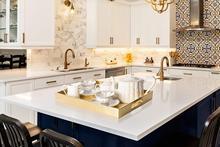 Hermoso moderno rectángulo de plata brillante de decoración otomano café Perfume de mesa de cena