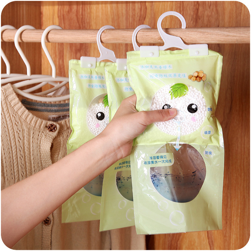Worm. Can Hanging Clothing And Other Articles Of Daily Use Quilt With Cotton Wadding Mould Proof Moisture Absorption Bag