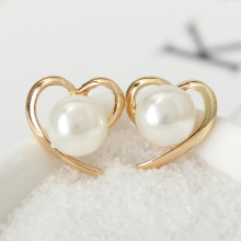 2019 fashion elegant pearl stud earrings Korean style personality heart shape Ear Accessories Statement Jewelry Gift For Women