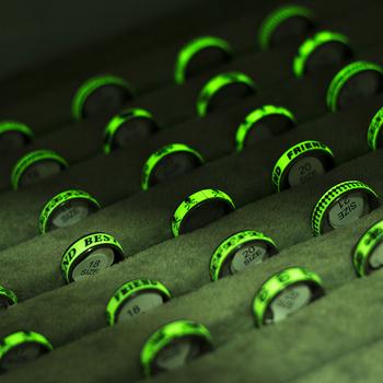 50 części partia ze stali nierdzewnej świecące pierścienie hurtownia wzór mieszany list Vintage pierścienie dla kobiet i mężczyzn świecące w ciemności tanie i dobre opinie EKUSTYEE CN (pochodzenie) STAINLESS STEEL Unisex Metal TRENDY Obrączki ślubne PLANT Zgodna ze wszystkimi Poprawiające nastrój