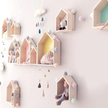 1 sztuk drewniane mały domek regał z półkami do przechowywania z litego drewna rzemiosła domowe dekoracje dla dzieci do przechowywania ozdoba do powieszenia na ścianie tanie i dobre opinie Duszpasterska Do Montażu Na Ścianie