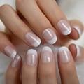 Салонные акриловые французские ногти короткой длины Омбре круглые французские Типсы Блестящий узор белый тонкий накладной ноготь 24 Ct