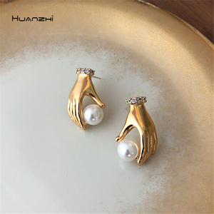 HUANZHI 2019 New 925 Silver Simple Advanced Rhinestones Humanity Hand Grip Pearl Metal Stud earring for Women Girls Party(China)