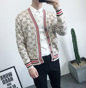 Image 3 - Sonbahar ve kış erkek jakarlı ve Fit up v yaka örme erkek moda trendi basit retro rahat kazak erkekler