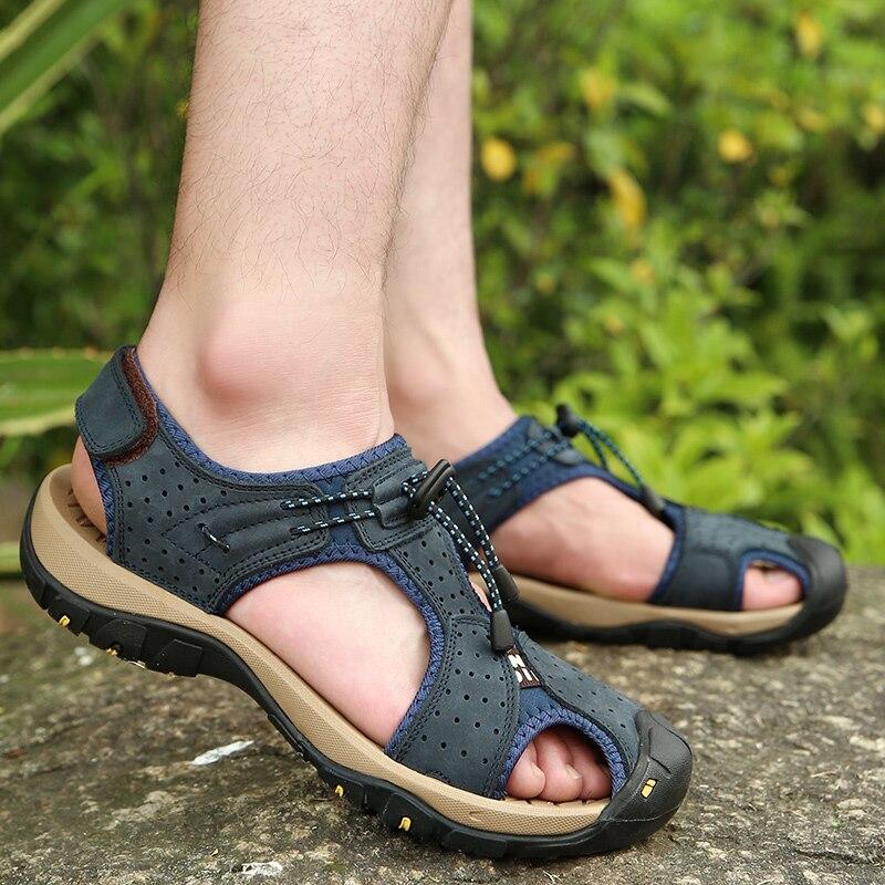 Zapatos Deportivos ligeros de alta calidad para hombre, sandalias de cuero genuino con banda elástica para la playa, zapatillas de deporte informales con cierre de velcro plano para verano