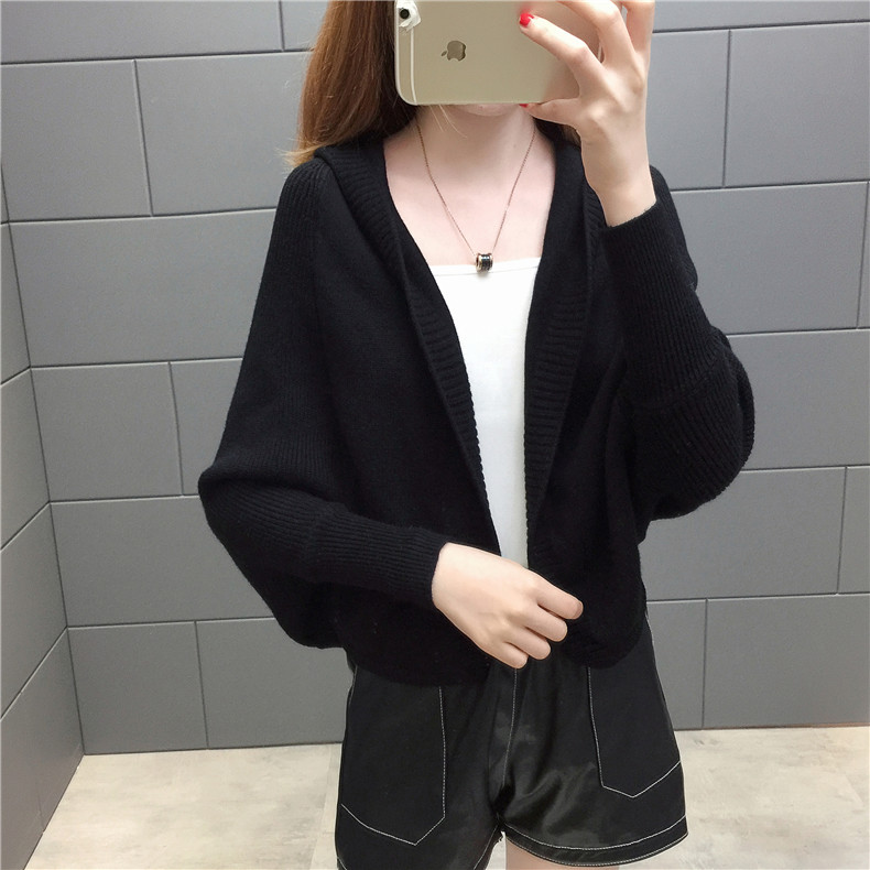 2019 Free send New style Korean loose and comfortable Autumn women Cardigan Sleeve of bat Hooded Sweater coat 143