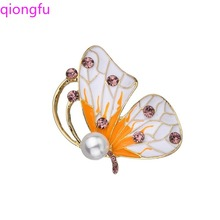 Qiongfu Handmade Crystal Brooch Alloy Oil Butterfly Pearl Brooch Pin Women Accessories Enamel Pin Rhinestone Brooch simple fashion mermaid butterfly brooch cute enamel brooch pin for girl women corsage jewelry accessories wholesale