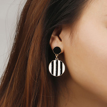 Unique Black Drop Earrings Trendy Gold Color Round Metal Statement For Women New Arrival wing yuk tak Fashion Jewelry