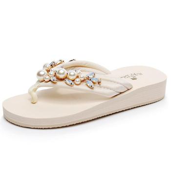 Nowe modne buty na plażę 2020 damskie letnie antypoślizgowe wodoodporne Rhinestone pearl wygodne fajne przeciągnij platformę flip flop sh168 tanie i dobre opinie NoEnName_Null Cotton Fabric Mieszkanie z Lato RUBBER Kapcie Poza Kryształ Med (3 cm-5 cm) Pasuje prawda na wymiar weź swój normalny rozmiar
