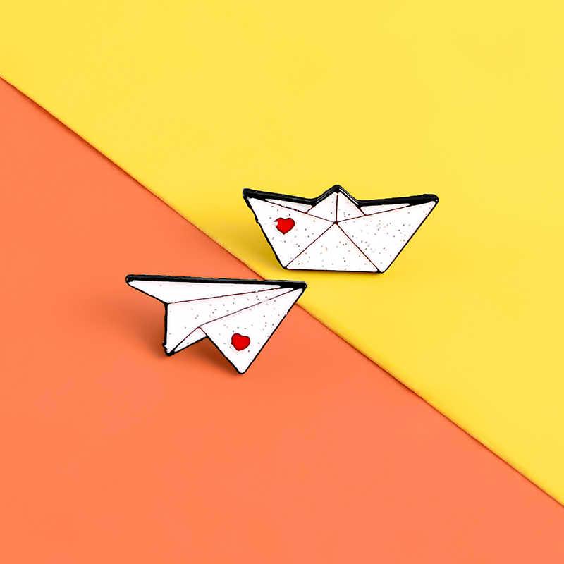 Di carta aereo barca dello smalto perni Del Cuore di Amore di Paillettes badge spille per cappello bag giacche Risvolto pin Dei Monili di Coppia regalo accessori