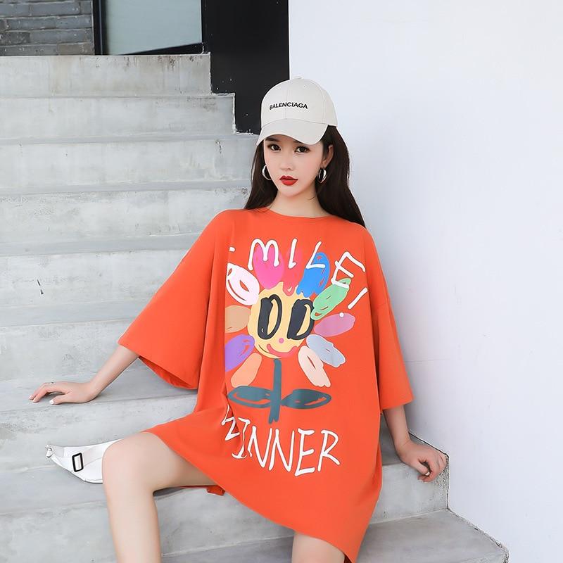 Женская длинная футболка оранжевая свободная с разноцветным