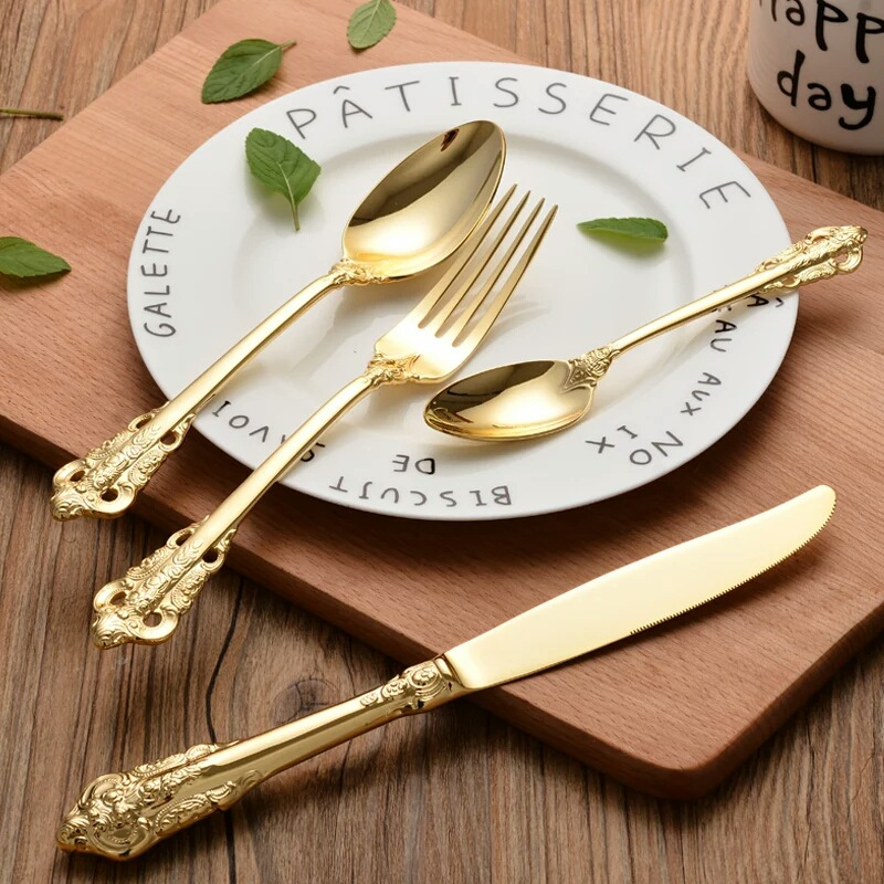 Vintage Western Gold Plated Cutlery 24pcs Dining Knives Forks Teaspoons Set Golden Luxury Dinnerware Engraving Tableware Set