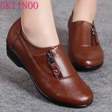 春のファッションの革女性が母の靴ソフトボトムアンチスリップ快適なウェッジカジュアルシューズプラスサイズ