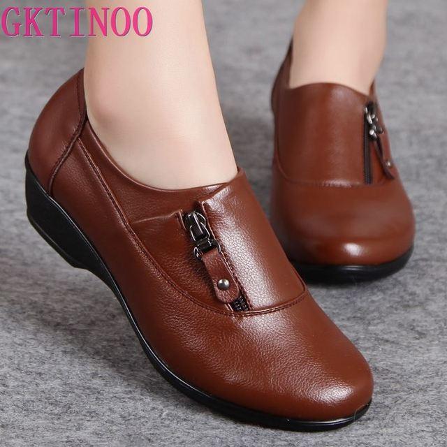 Zapatos de cuero de moda para primavera para mujer, zapatillas femeninas de fondo suave antideslizantes, cuñas cómodas, informales, de talla grande