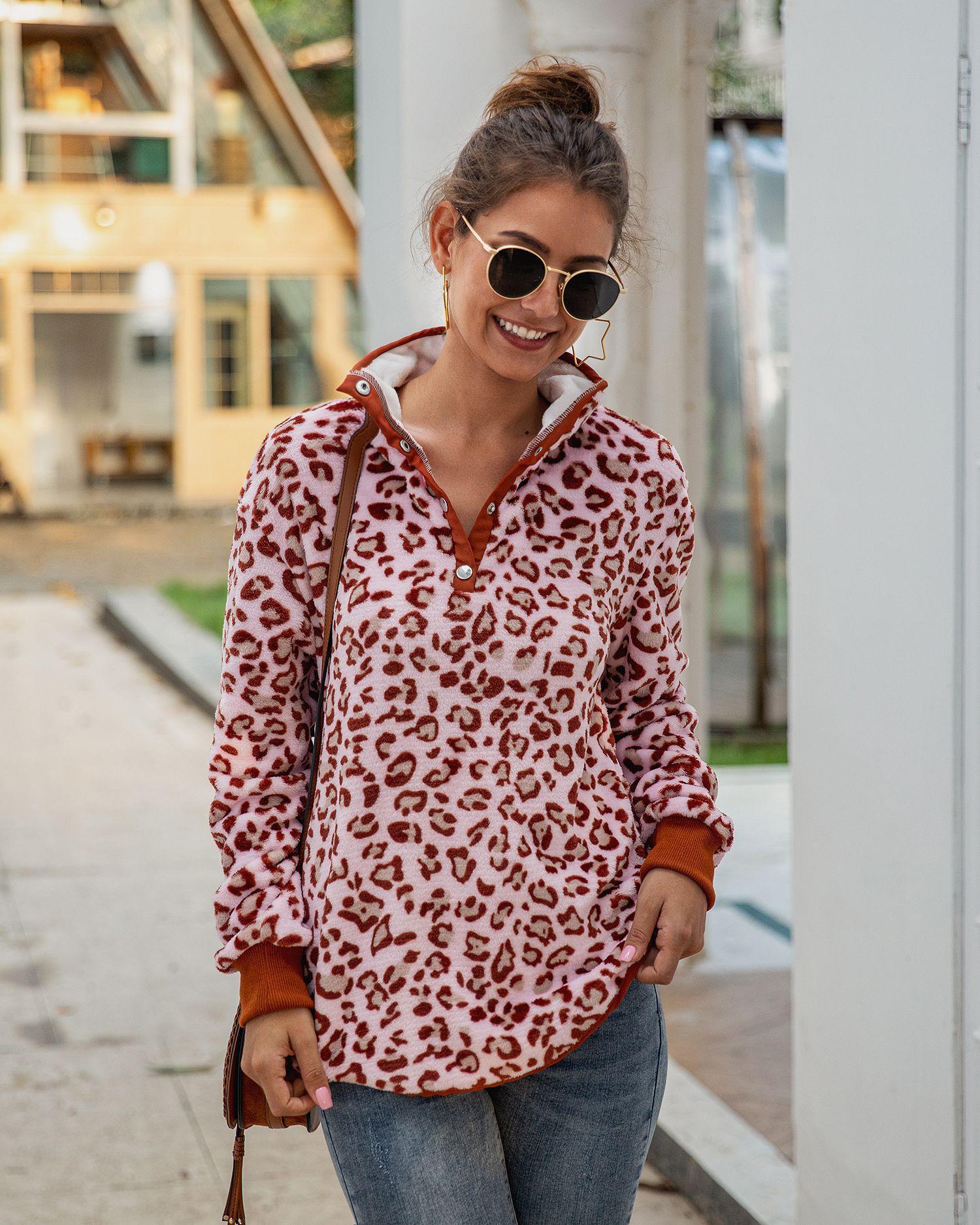 Повседневные свитшоты с леопардовым принтом карманами теплые