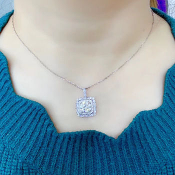 3ct  moissanite   Super beautiful diamond necklace. 925 pure silver is popular, with good whiteness