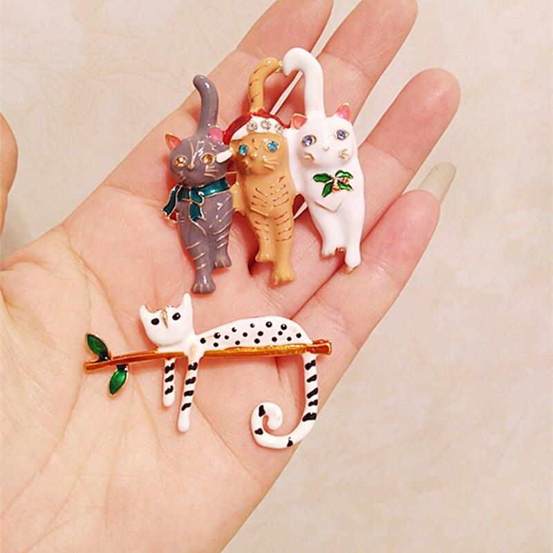 Sevimli kedi Metal broş Trend hayvan rozeti Pin broş öğrenci aksesuarları tatil hediye