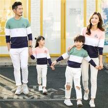 Одинаковые комплекты для семьи; Пуловеры в полоску папы и сына;