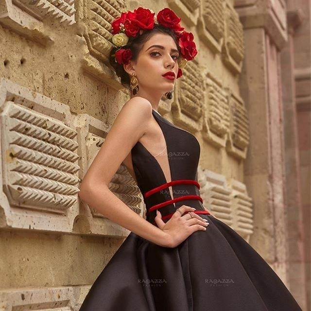 Black Ball Gown Quinceanera Dresses 2020 V Neck Beaded Elegant Sweep Train Sweet 16 Dress Embroidery vestidos de xv años